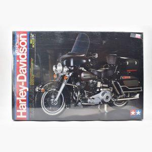 Tamiya Harley-Davison FLH Classic BlackFlash 1/6 Scale
